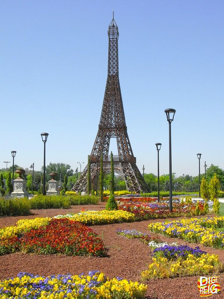 Foto torre eiffel en parque europa torrej n de ardoz for Trasteros en torrejon de ardoz