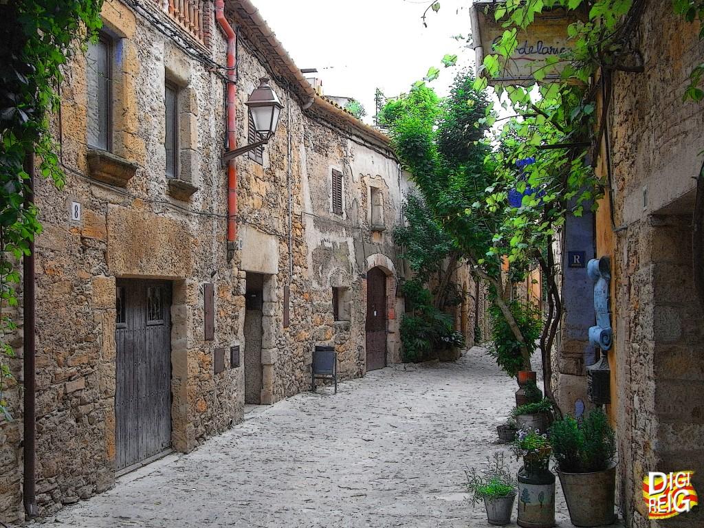 Foto calles del pueblo peratallada girona espa a - Pisos con encanto madrid ...