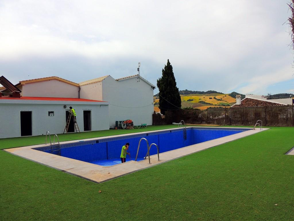 Foto piscina municipal montecorto m laga espa a for Piscina inacua malaga