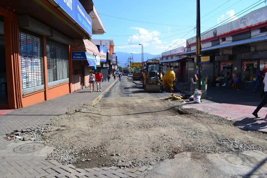 foto  calle en arreglo  alajuela centro