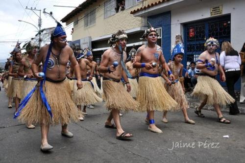 Bailes tradicionales en la celebración de San Benito. Indios.